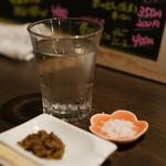 もっきりBAR マルキュウ - ばっけ味噌とバリ島の塩