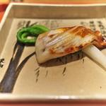 祇園 大渡 - まながつおは味噌を軽く塗ることでふんわりとした焼き加減。