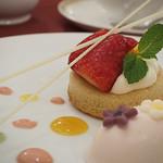 マゼランズ - オレンジメイプルケーキとサクラフロマージュムース
