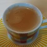 カフェと印度家庭料理 レカ - チャイ、300円。