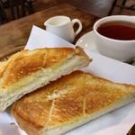 珈琲 まるも - ★★★☆ モーニングのトーストと珈琲 外サックリ、中ふんわりのトーストと優しく飲みやすい珈琲
