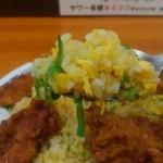 チャイナ飯店 - 炒飯はシンプルな玉子チャーハンです。