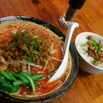 東京担々麺  ゴマ哲 - 赤担々麺とミニ魯肉飯のセットです。
