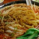 東京担々麺  ゴマ哲 - 花椒を効かせて辛さに痺れを追加します。