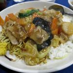 陳麻家 - あんかけ焼きそばと中華丼の合い盛り