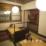 太郎茶屋 鎌倉 - 木のぬくもりが感じられる、柔らかな雰囲気の店内