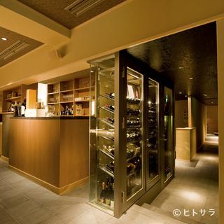 贅沢な空間の中で、素材の味を生かした絶品鉄板焼料理を堪能