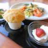 タカズダイナー - 料理写真:生パスタ(7種の中からお好きなパスタを!) モッツアレラチーズとトマトのサラダ 若鶏のクリームグラタンパイ 本日のデザート お好きなお飲物