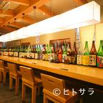 山せみ - 長居できるカウンターで和酒を傾けながら、本格和食をどうぞ。