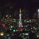 6536020 - 白タワー