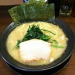 横浜家系ラーメン王子家 - 料理写真:ラーメン並 濃いめ多め。¥690