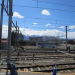 きじ亭 - 河口湖駅ホームからの富士山…見えませんでしたが、カラーコーンが富士山(^^