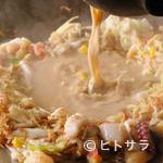 お好み焼 鉄板焼 つる次郎 - さまざまな具材の出汁が溶け出した『スペシャルもんじゃ』