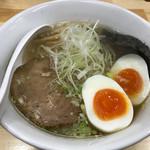 結び - 味玉塩ラーメン810円