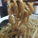 自家製太麺 ドカ盛 マッチョ - 麺リフト。麺が太くて硬い(2017.1.9)