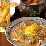 南大門 - 韓国の定番料理「チャプチェ」など、本場ならではの料理が多彩