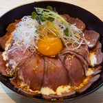 CONA - ランチ限定のローストビーフ丼900円