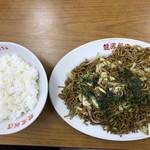 龍鳳飯店 - 料理写真:ソース焼きそば、半ライス