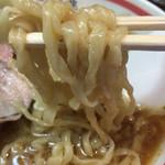 65365035 - 平打ち麺」は不規則に縮れており、独特の食感で美味しいです。 スープにも程よく絡み、どんどんお腹の中に入って行きました。