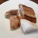 ワイン食堂 ル・プティ・マルシェ - バゲッド、ミルクパン、明太チーズ、黒豆パン
