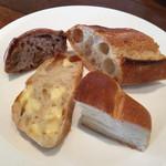 ワイン食堂 ル・プティ・マルシェ - バゲッド、塩バターパン、チーズのパン、くるみパン