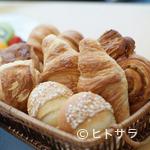 カフェトスカ - フランスの有名ブーランジェリーのパンが楽しめます