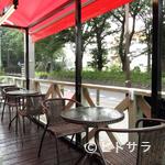 KANEYA食堂 - ワンちゃん連れもOK! 爽やかな風を感じながら過ごせるテラス席