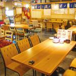 波平キッチン - テーブル席多数あり