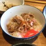 風鈴屋 - 皿そばランチ950円のミニ丼に七味で味変