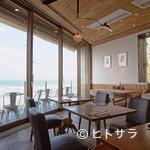 bills - 海を目の前に、リッチな気分で食事が楽しめます
