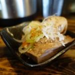 赤羽京介 - 「細切れ豚肉」をツマミ用の小皿に盛っていただいた