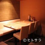 神楽坂すしアカデミー - テーブル席で寿司を楽しむことができます