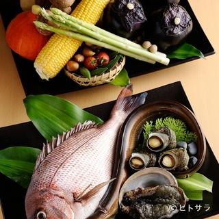 地元由良港で水揚げされた魚介類が使われています