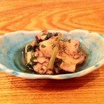 小石川 かとう - お通しの(牡蠣の煮びたし)