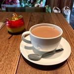 レーベルカフェ OSAKA - 濃縮ミルクティー(hot)