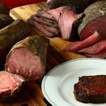 ピンゼ ロカ - 超低温熟成した厚切り牛タンステーキ
