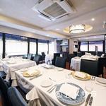 レストラン タニ - 開放的かつ落ち着いた雰囲気の店内