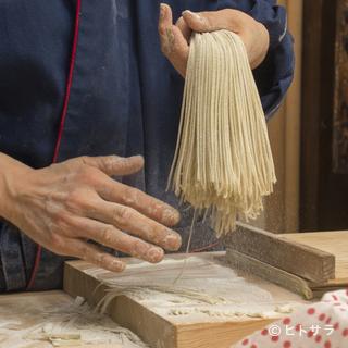 繊細で極細の十割蕎麦は、その時季に最もいい蕎麦を厳選し手打ち