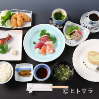 cafe&地魚料理 山源 - お刺身、フライ、焼魚とデザートまでついた『おまかせごはん』
