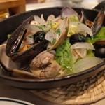 クラフトマン - いろいろ貝のワイン蒸し