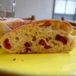 ブーランジェリー ヤマシタ - ホワイトチョコとクランベリーのパン