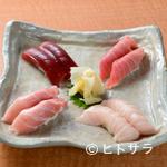 鮮味楽 - マグロの部位の違いを食べ比べて。目でも楽しむ『まるとく寿司』