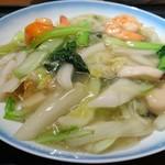 551蓬莱 戎橋本店 - 海鮮焼そばと五目炒飯のセット 1350円