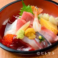 鮮味楽 - 季節感を大切に、地魚をたっぷり乗せたリッチな味『海鮮ちらし』