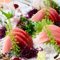 鮮味楽 - マグロと地魚が皿一杯。『刺身盛合せ』は人数に応じて調整します