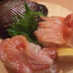 回転寿司 海鮮料理 魚魚市場 - 赤貝