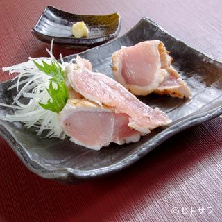 深みのある味わいは450日間長期飼育の賜物『知覧鶏のタタキ』