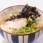 水炊きのスープで鶏塩ラーメン岩海苔のせ