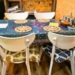 サッチェズカリー - テーブル席