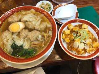 広州市場 中目黒店 - ランチ雲呑麺(醤油味と麻婆飯)\¥820(税込み)